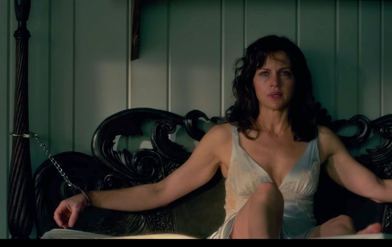The Skin-Crawling First Trailer For GERALD'S GAME Is Here